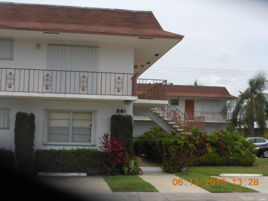 301 S Lakeside Drive 8  Lake Worth, FL 33460
