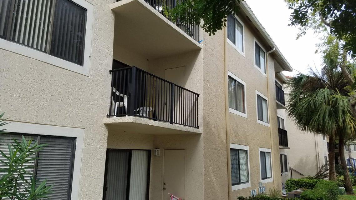 Cooperativa / condomínio para Locação às 9150 W Atlantic Boulevard 9150 W Atlantic Boulevard Coral Springs, Florida 33071 Estados Unidos