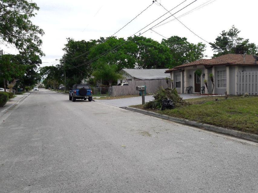 Additional photo for property listing at 324 NE 12th Avenue 324 NE 12th Avenue Boynton Beach, Florida 33435 Estados Unidos