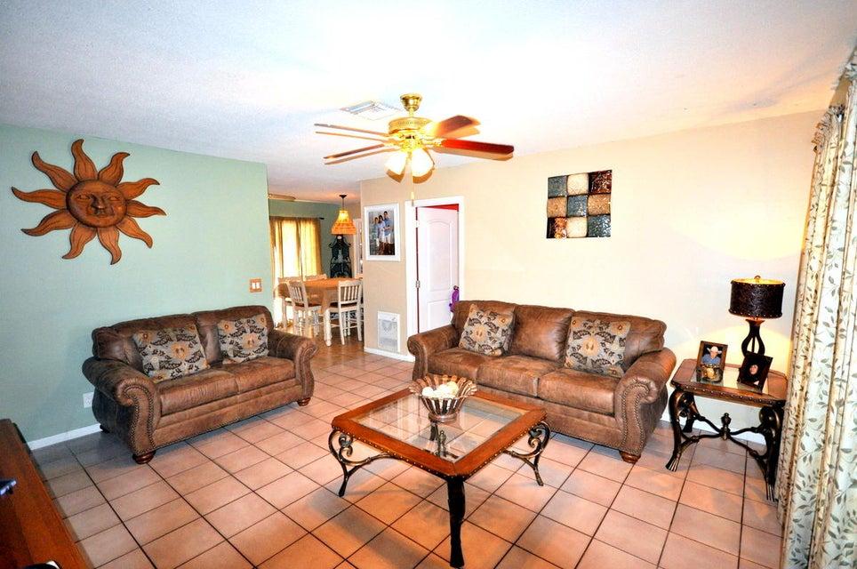 643 Alpine Avenue Lake Worth, FL 33461 photo 3