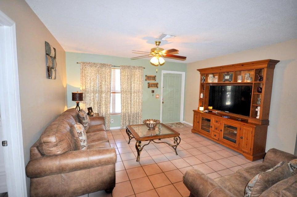 643 Alpine Avenue Lake Worth, FL 33461 photo 4