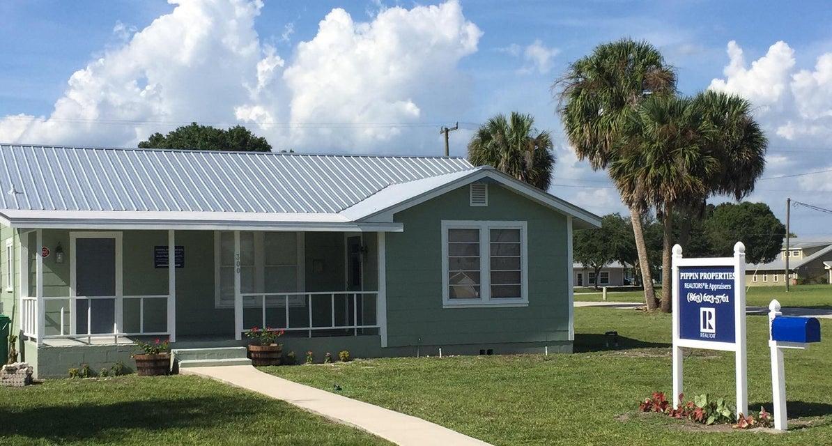 Oficinas por un Venta en 300 NW 4th Street 300 NW 4th Street Okeechobee, Florida 34972 Estados Unidos