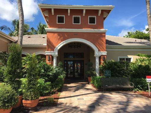 Co-op / Condo للـ Rent في 4191 N Haverhill Road 4191 N Haverhill Road West Palm Beach, Florida 33417 United States