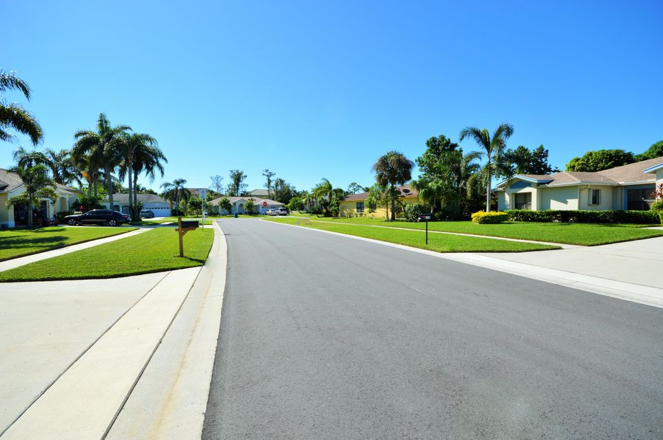 102 Lexington Drive Royal Palm Beach, FL 33411 photo 3
