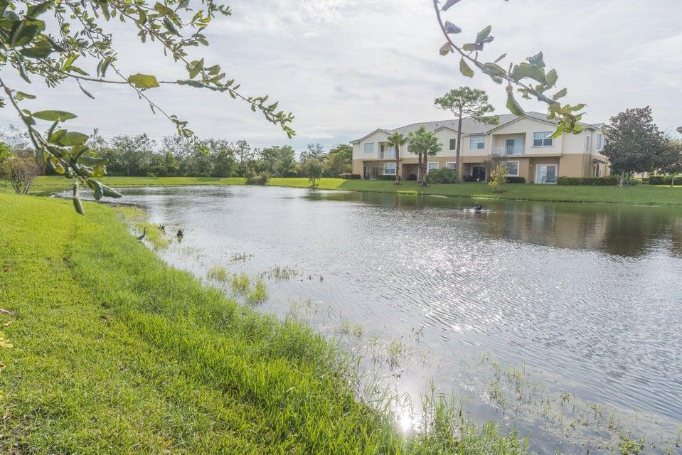 Additional photo for property listing at 1560 SE Sheffield Terrace 1560 SE Sheffield Terrace Stuart, Florida 34994 Estados Unidos