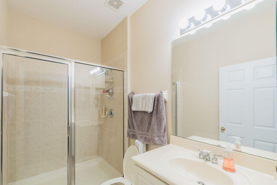 Additional photo for property listing at 1560 SE Sheffield Terrace 1560 SE Sheffield Terrace Stuart, Florida 34994 United States