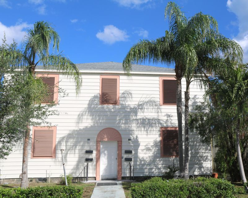 Quadraplex 为 销售 在 26 L Street 26 L Street Lake Worth, 佛罗里达州 33460 美国