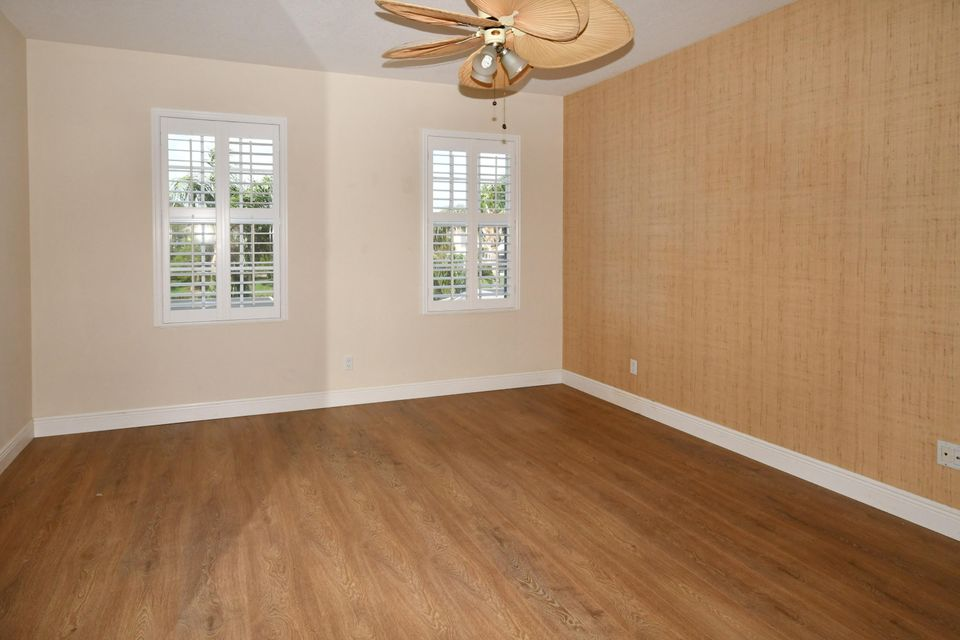 Additional photo for property listing at 327 Salinas Drive 327 Salinas Drive Palm Beach Gardens, Florida 33410 États-Unis