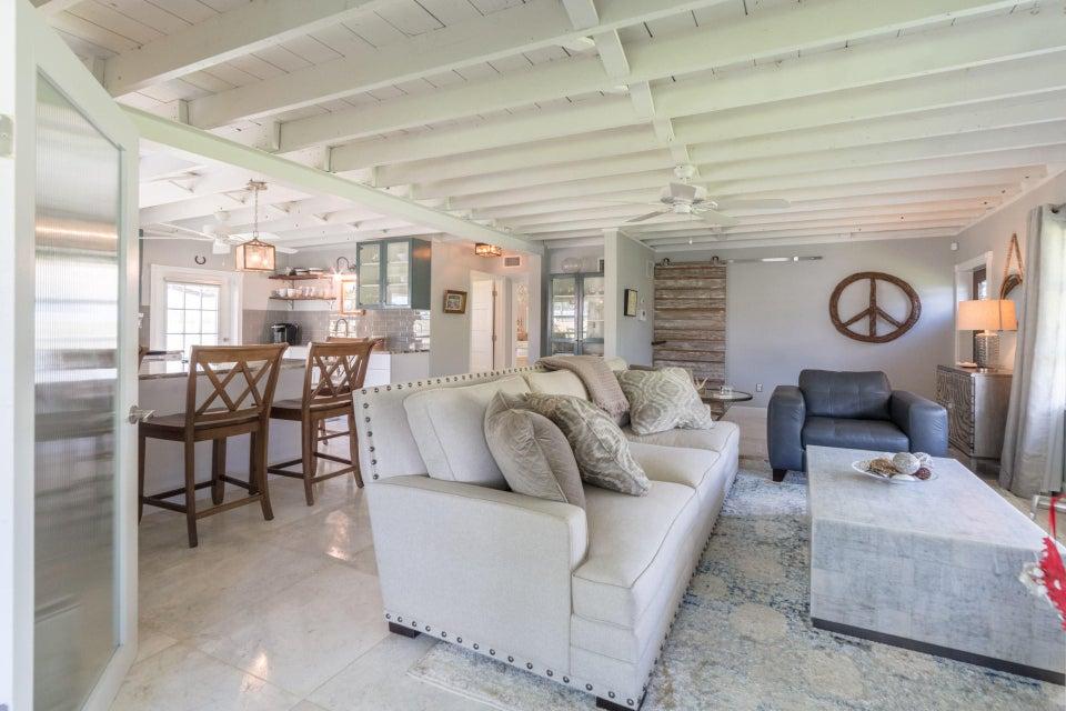 Casa para uma família para Venda às 910 Intracoastal Road 910 Intracoastal Road Delray Beach, Florida 33483 Estados Unidos