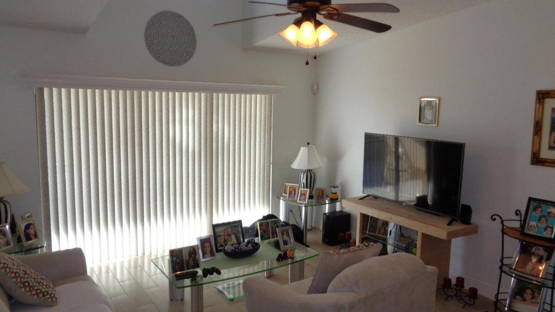 Cooperativa / condomínio para Venda às 616 Sea Pine Way 616 Sea Pine Way Greenacres, Florida 33415 Estados Unidos