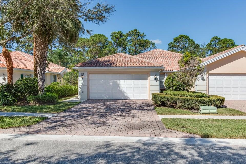 Vila para Venda às 775 SW Balmoral Trace 775 SW Balmoral Trace Stuart, Florida 34997 Estados Unidos