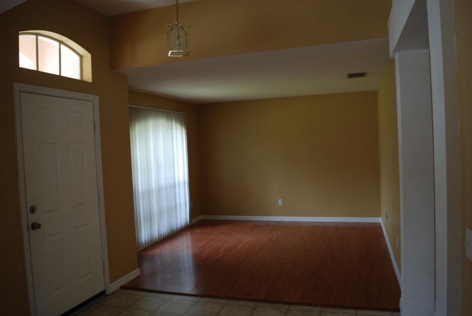 Additional photo for property listing at 2065 SE Camden Street 2065 SE Camden Street Port St. Lucie, Florida 34952 États-Unis