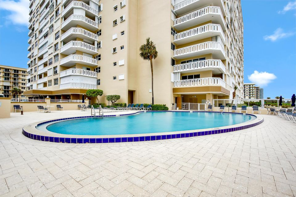 Additional photo for property listing at 1012 N Ocean Boulevard 1012 N Ocean Boulevard Pompano Beach, Florida 33062 Estados Unidos