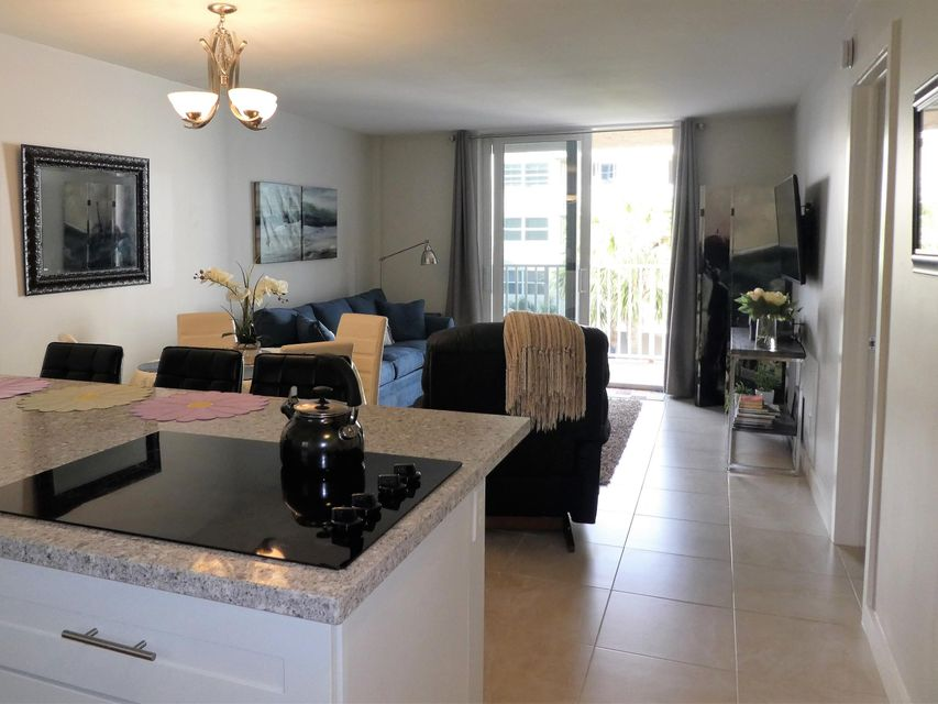 Additional photo for property listing at 2929 S Ocean Boulevard 2929 S Ocean Boulevard Boca Raton, Florida 33432 United States