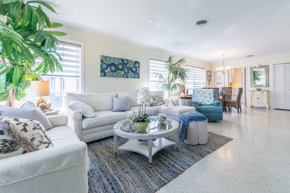 Villa pour l Vente à 123 Venetian Drive 123 Venetian Drive Delray Beach, Florida 33483 États-Unis
