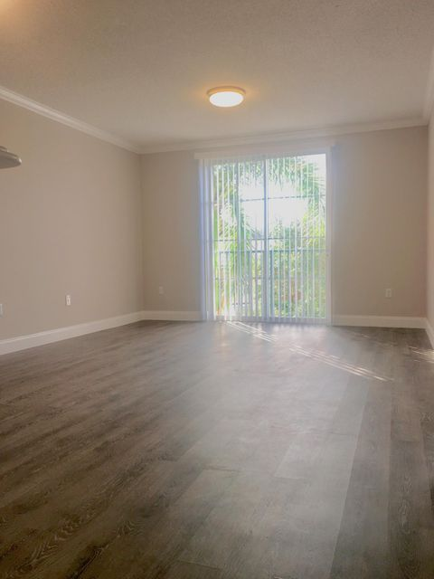 Co-op / Condominio por un Venta en 720 S Sapodilla Avenue 720 S Sapodilla Avenue West Palm Beach, Florida 33401 Estados Unidos