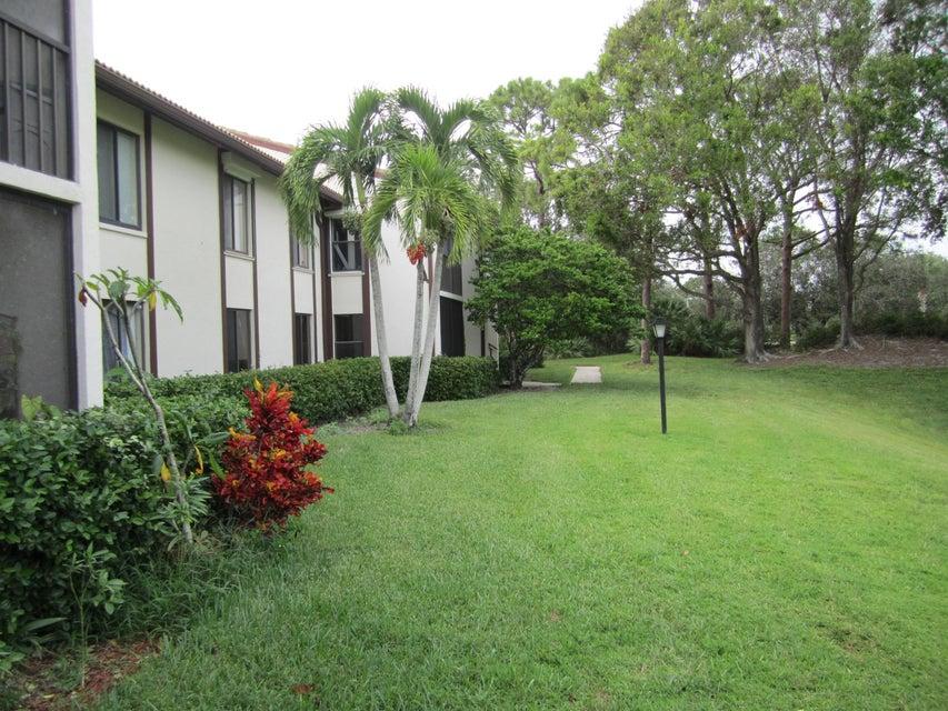 Co-op / Condominio por un Venta en 1965 SW Silver Pine Way 1965 SW Silver Pine Way Palm City, Florida 34990 Estados Unidos