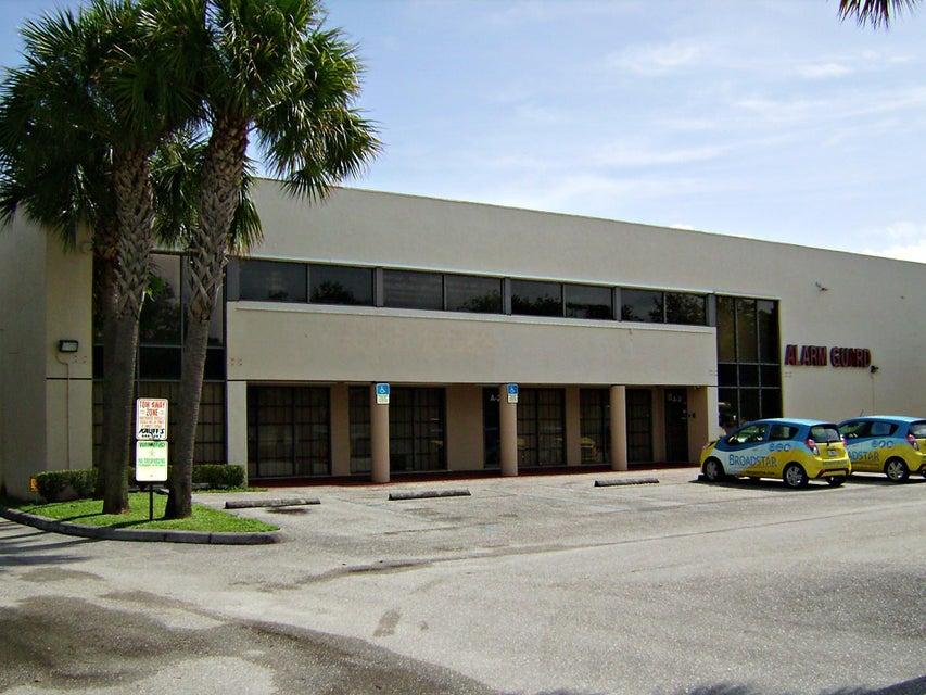 Commercial / Industriel pour l Vente à 3965 Investment Lane 3965 Investment Lane West Palm Beach, Florida 33404 États-Unis