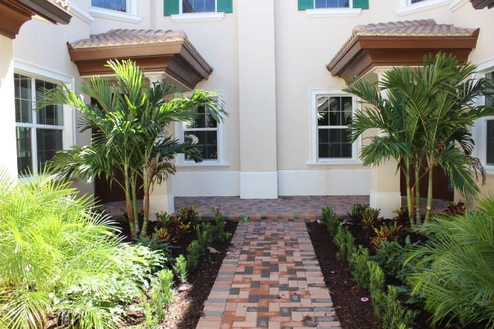 Jupiter Country Club-Carriage Homes home on 270  Tresana Boulevard