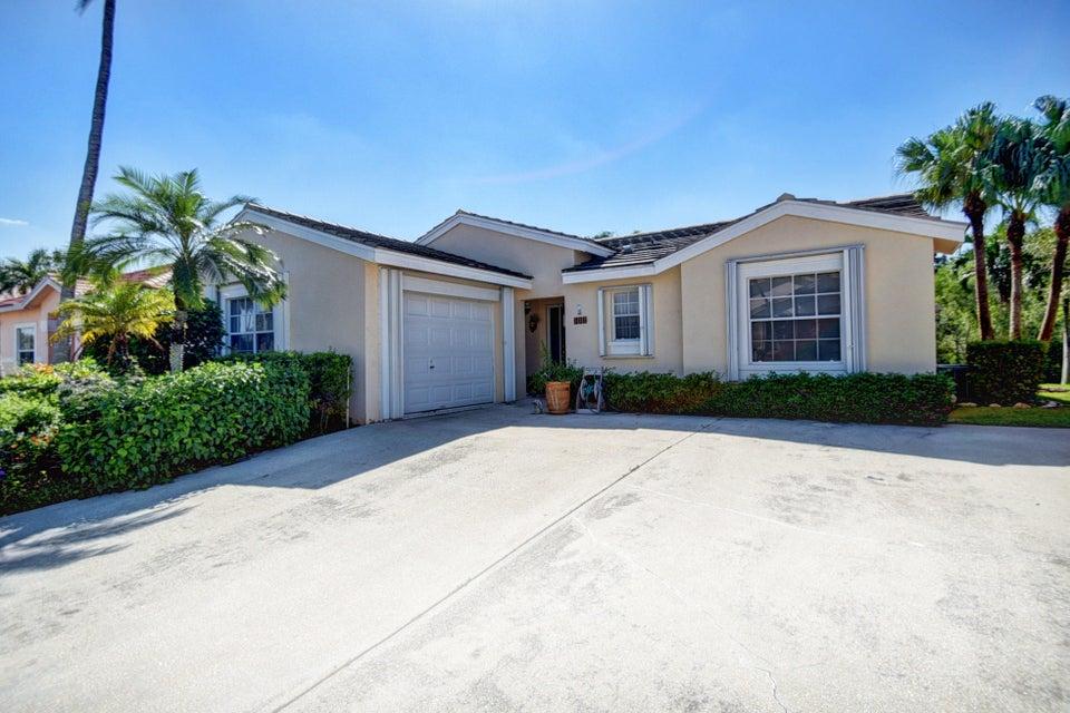 Casa para uma família para Venda às 132 Caribe Court 132 Caribe Court Greenacres, Florida 33413 Estados Unidos