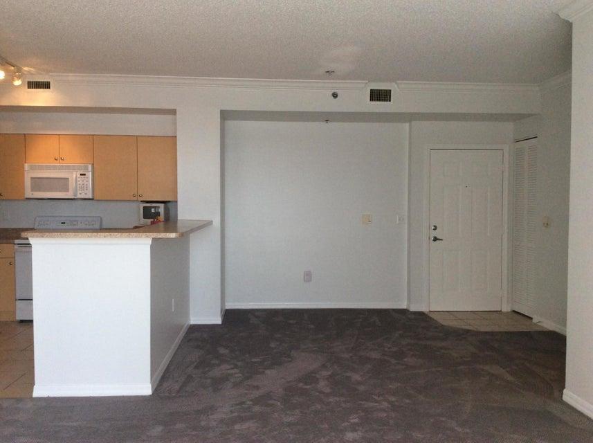 Co-op / Condominio por un Venta en 616 Clearwater Park Road 616 Clearwater Park Road West Palm Beach, Florida 33401 Estados Unidos