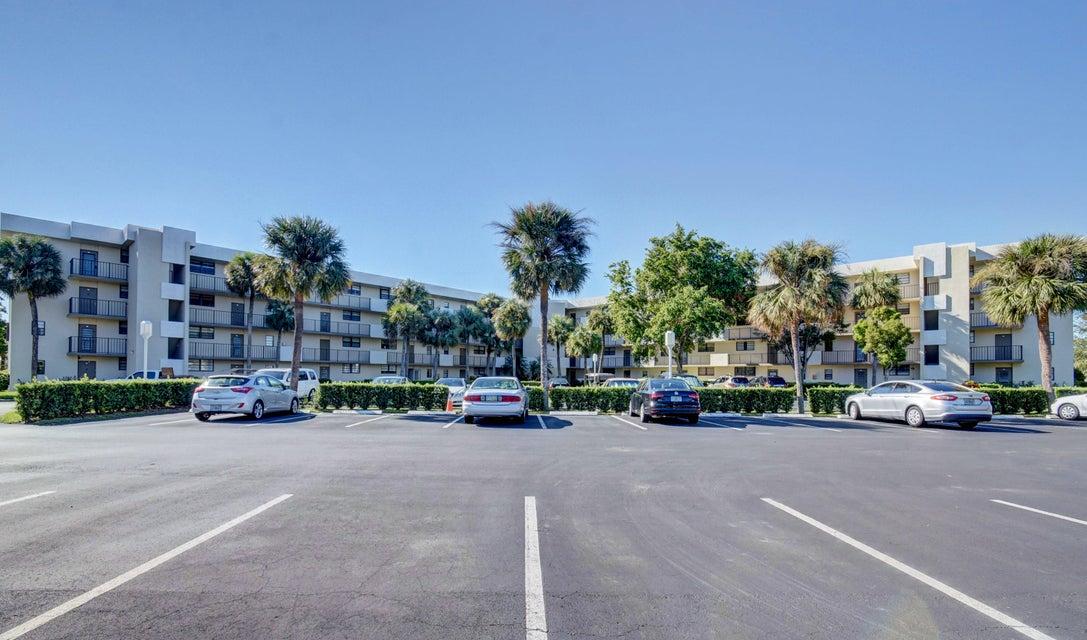 Co-op / Condominio por un Alquiler en 2440 Deer Creek Country Club Boulevard 2440 Deer Creek Country Club Boulevard Deerfield Beach, Florida 33442 Estados Unidos