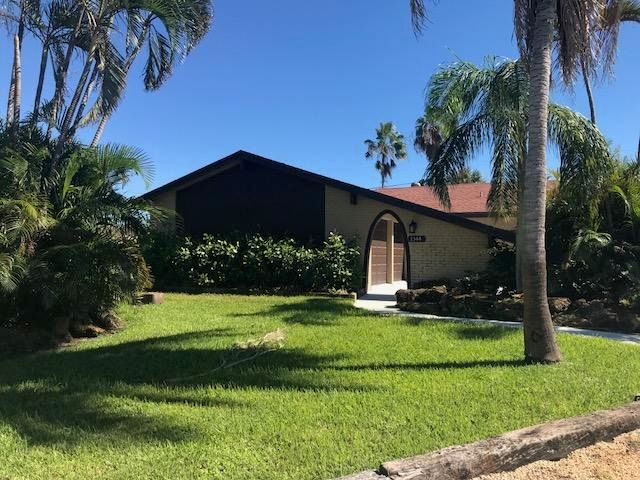 独户住宅 为 销售 在 1144 SW 27th Place 1144 SW 27th Place 博因顿海滩, 佛罗里达州 33426 美国