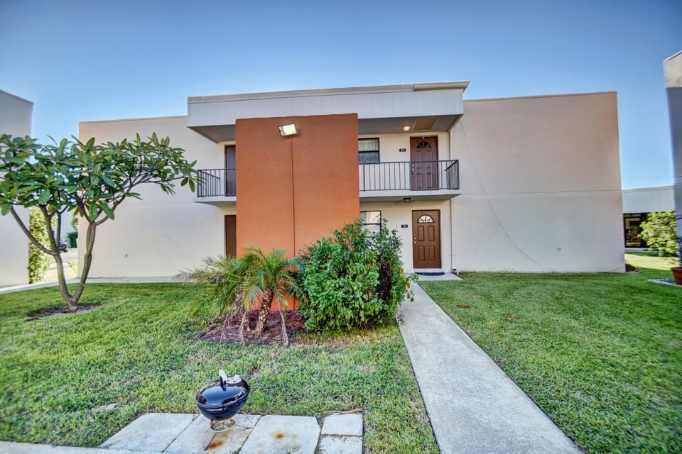 Co-op / Condo للـ Sale في 516 Osprey Drive 516 Osprey Drive Delray Beach, Florida 33444 United States