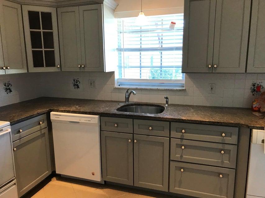 Additional photo for property listing at 845 Salem Lane 845 Salem Lane Lake Worth, 佛罗里达州 33467 美国