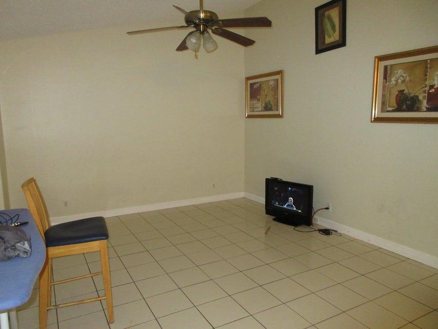 132 Springdale Circle Lake Worth, FL 33461 photo 2