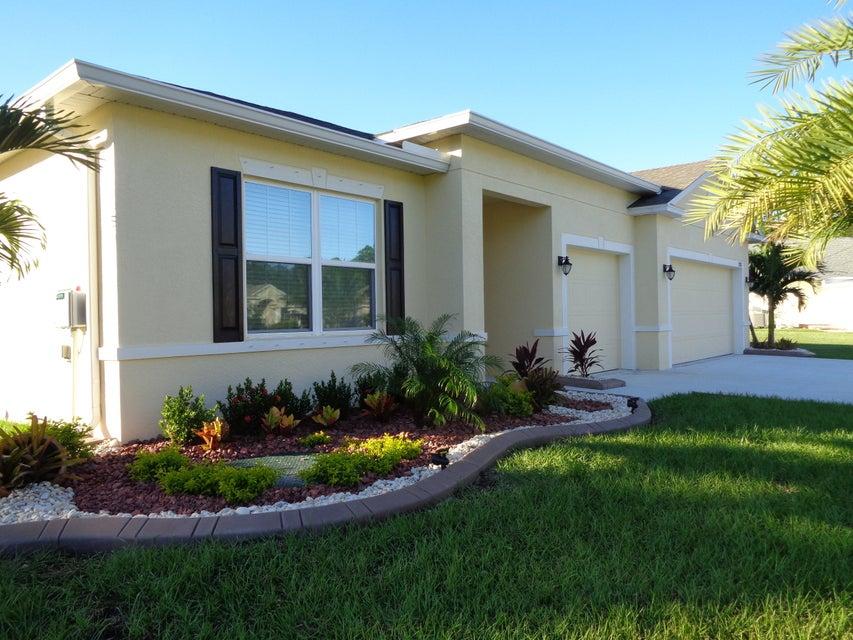 Location pour l à louer à 2887 SW West Louise 2887 SW West Louise Port St. Lucie, Florida 34953 États-Unis
