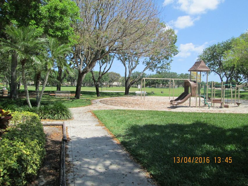 Additional photo for property listing at 4113 41st Way 4113 41st Way West Palm Beach, Florida 33407 United States