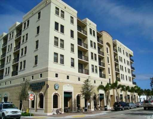 Co-op / Condominio por un Venta en 511 Lucerne Avenue 511 Lucerne Avenue Lake Worth, Florida 33460 Estados Unidos