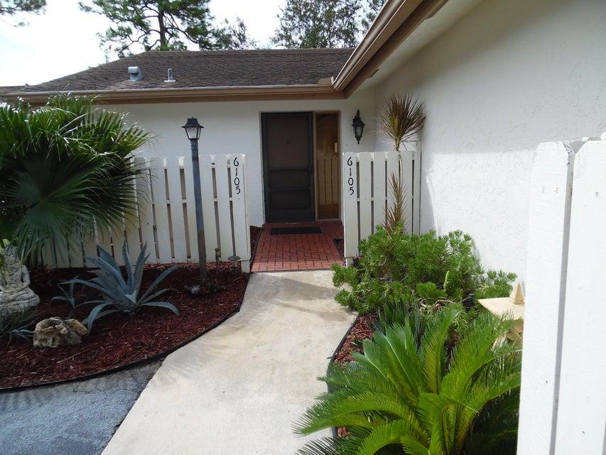 Vila para Venda às 6105 Woodlake Boulevard 6105 Woodlake Boulevard Greenacres, Florida 33463 Estados Unidos