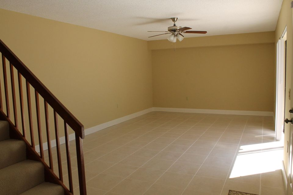 Additional photo for property listing at 5324 53rd Way 5324 53rd Way West Palm Beach, Florida 33409 United States
