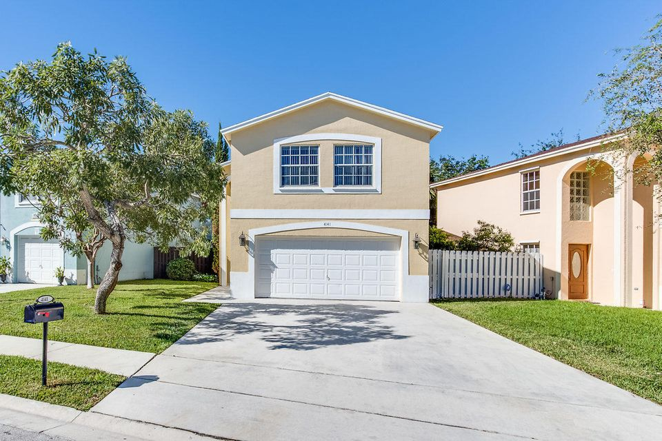 Casa para uma família para Venda às 4141 Pine Hollow Circle 4141 Pine Hollow Circle Greenacres, Florida 33463 Estados Unidos
