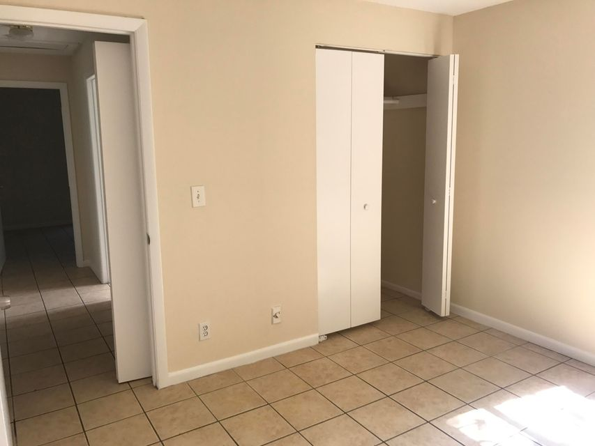 Additional photo for property listing at 1517 Avenue S 1517 Avenue S Riviera Beach, Florida 33404 Vereinigte Staaten