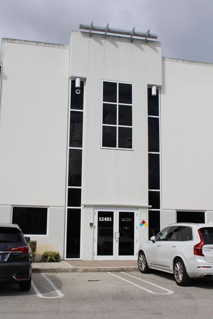 Commercial / Industrial للـ Sale في 12481 NW 44th Street 12481 NW 44th Street Coral Springs, Florida 33065 United States