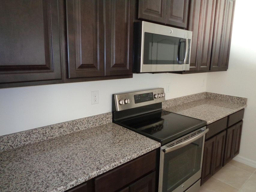 Additional photo for property listing at 2887 SW West Louise 2887 SW West Louise Port St. Lucie, Florida 34953 États-Unis