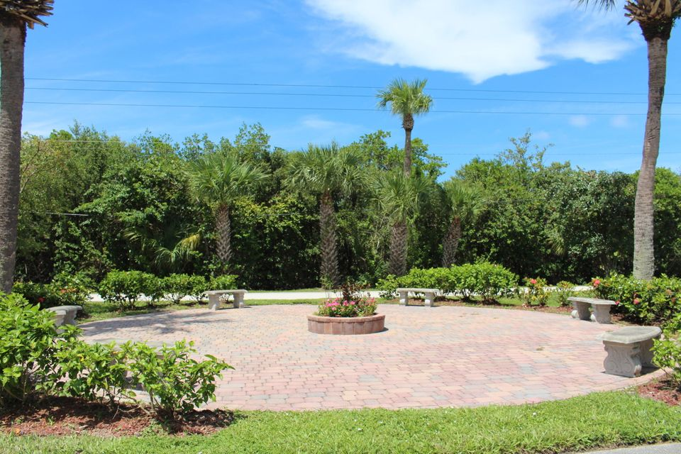 Additional photo for property listing at 134 Commonwealth Court 134 Commonwealth Court Hutchinson Island, Florida 34949 United States