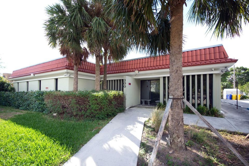 Offices للـ Sale في 300 Butler Street 300 Butler Street West Palm Beach, Florida 33407 United States