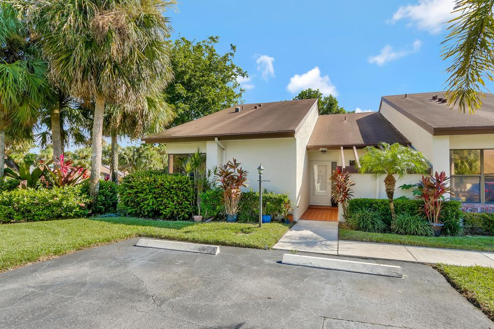 Home for sale in VILLAS OF WILLOW BEND Lake Worth Florida