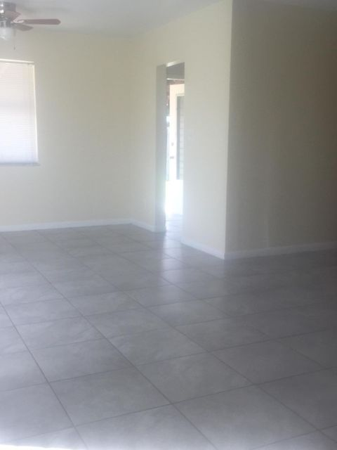 Additional photo for property listing at 141 SE El Sito Court 141 SE El Sito Court Port St. Lucie, Florida 34983 États-Unis