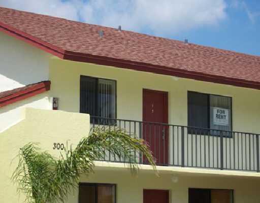 合作社 / 公寓 为 出租 在 300 Nottingham Circle 300 Nottingham Circle Greenacres, 佛罗里达州 33463 美国