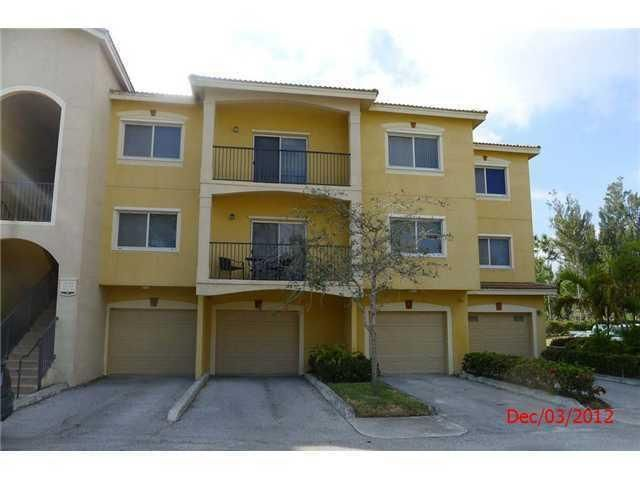 Co-op / Condo للـ Rent في 340 Crestwood Circle 340 Crestwood Circle Royal Palm Beach, Florida 33411 United States