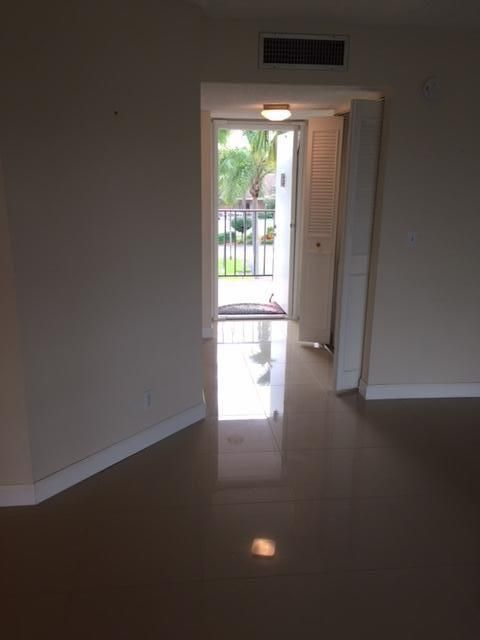Additional photo for property listing at 3836 Via Poinciana 3836 Via Poinciana Lake Worth, Florida 33467 États-Unis