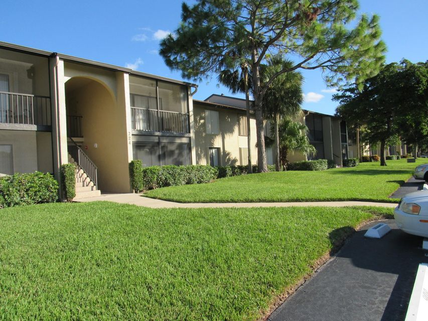 Co-op / Condominio por un Venta en 724 Sunny Pine Way 724 Sunny Pine Way Greenacres, Florida 33415 Estados Unidos