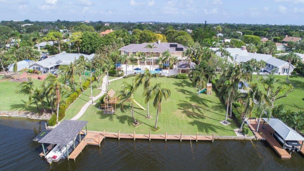 独户住宅 为 销售 在 1800 Lake Drive 1800 Lake Drive 德尔雷比奇海滩, 佛罗里达州 33444 美国