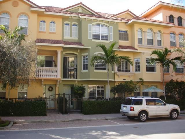 Townhouse for Sale at 2641 Ravella Lane 2641 Ravella Lane Palm Beach Gardens, Florida 33410 United States