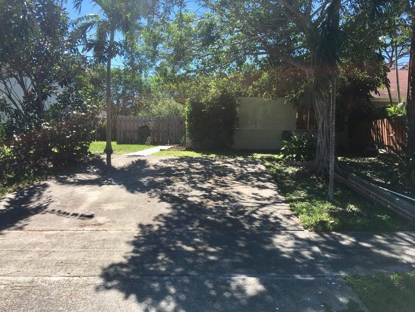 别墅 为 出租 在 4600 NW 3rd Drive 4600 NW 3rd Drive 德尔雷比奇海滩, 佛罗里达州 33445 美国